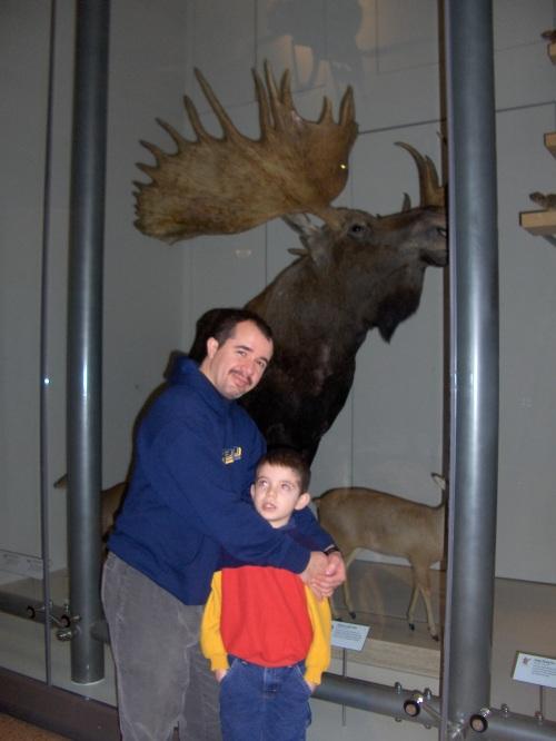 Mi esposo con mi hijo José en un museo de Ciencias 2005